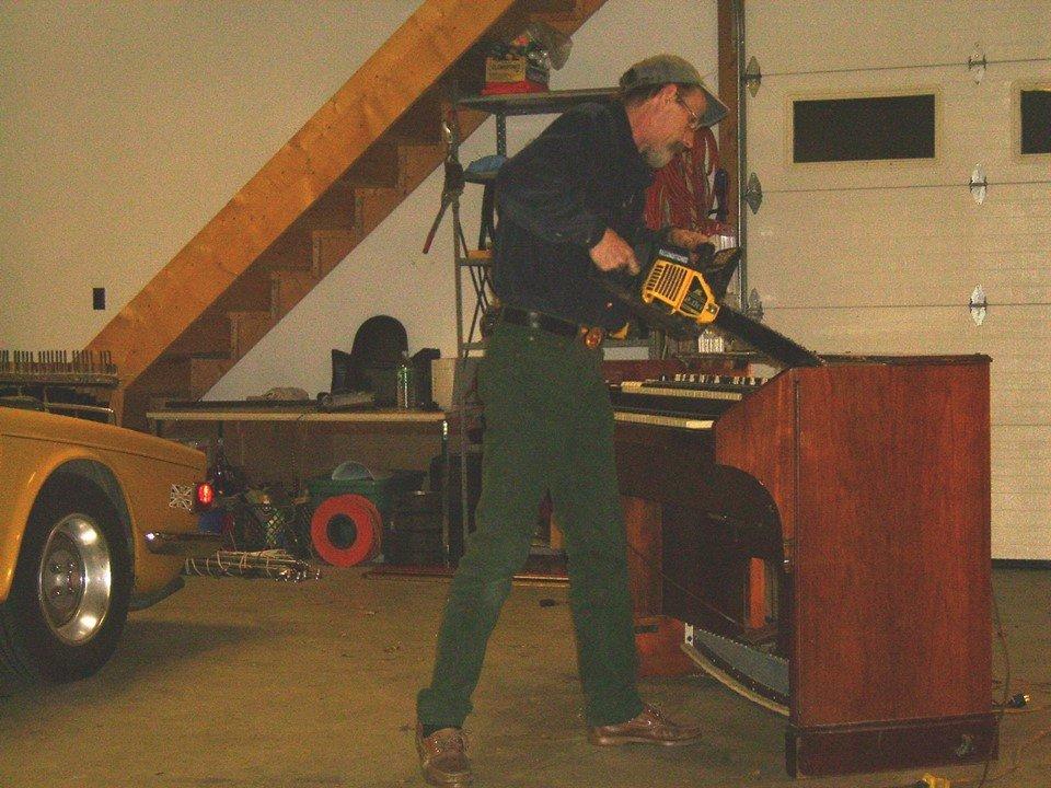 Al Peckinpaugh taking a chainsaw to a Hammond RT3